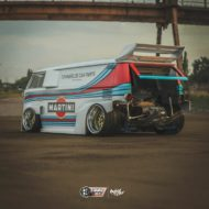 VW T1 Bulli W12 Tuning Martini Widebody Kit 2 190x190 650 PS VW T1 Bulli mit W12 Triebwerk und Widebody Kit!