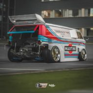 VW T1 Bulli W12 Tuning Martini Widebody Kit 8 190x190 650 PS VW T1 Bulli mit W12 Triebwerk und Widebody Kit!
