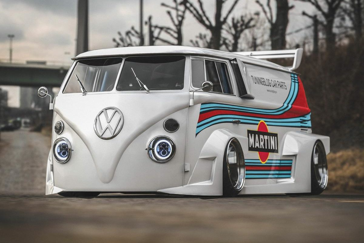 VW T1 Bulli W12 Tuning Martini Widebody Kit 9 1 e1589194972552 650 PS VW T1 Bulli mit W12 Triebwerk und Widebody Kit!