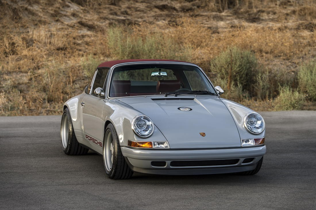 Singer The Colorado Springs Commission⁣ Porsche 911 964 Restomod 22 Singer The Colorado Springs Commission⁣ Porsche 911