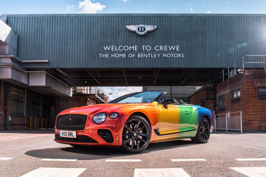 Bentley Continental GT Rainbow Car Wrap 2020 1 Bunter Hund   Bentley Continental GT als Rainbow Car!