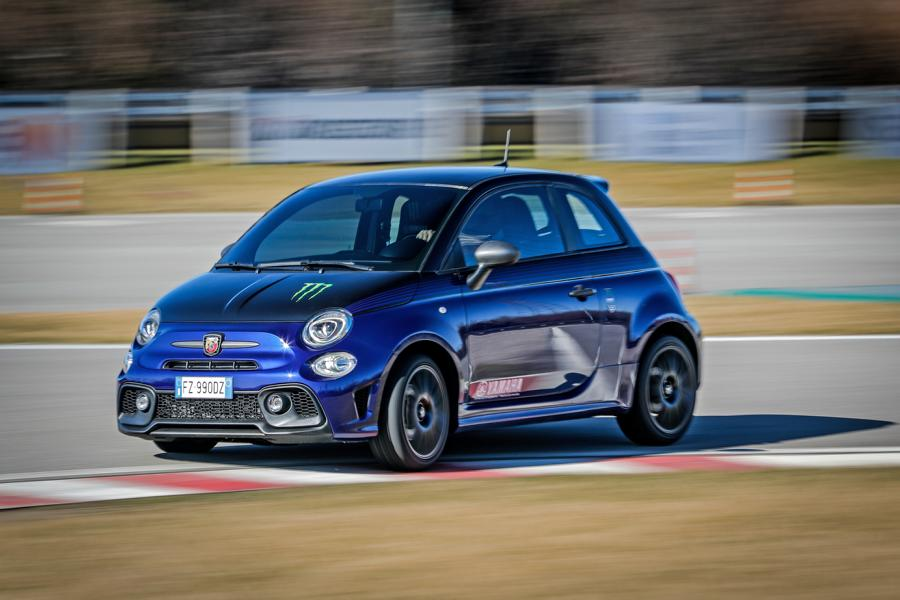 Abarth 595 Monster Energy Yamaha 14 Abarth 595 Scorpioneoro und 595 Monster Energy Yamaha