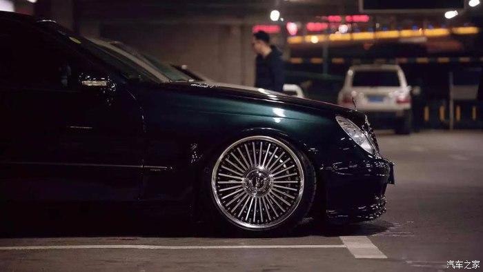 Mercedes E Klasse W211 Work Emitz Felgen VIP Tuning 1 Mercedes E Klasse (W211) auf Work Emitz Felgen mit VIP Tuning.