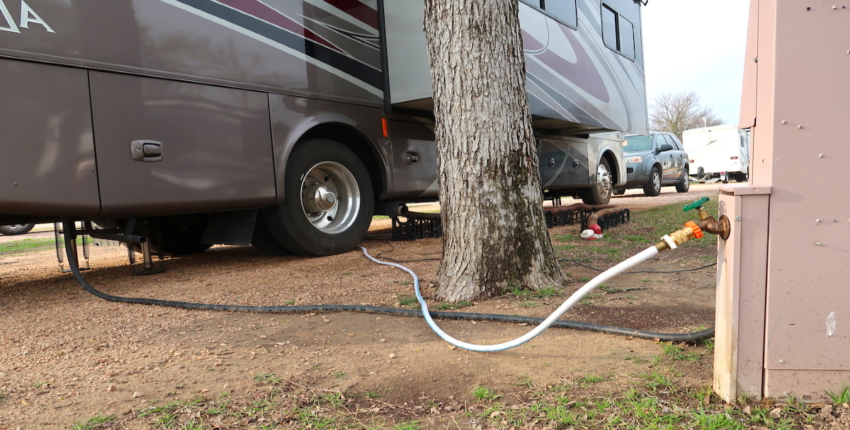 Filling the motorhome water tank These 7 mistakes are made by almost every beginner in camping!
