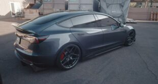 Tesla Model 3 mit Carbon Bodykit von Vivid Racing 13 310x165 Video: Tesla Model 3 mit Carbon Bodykit von Vivid Racing!