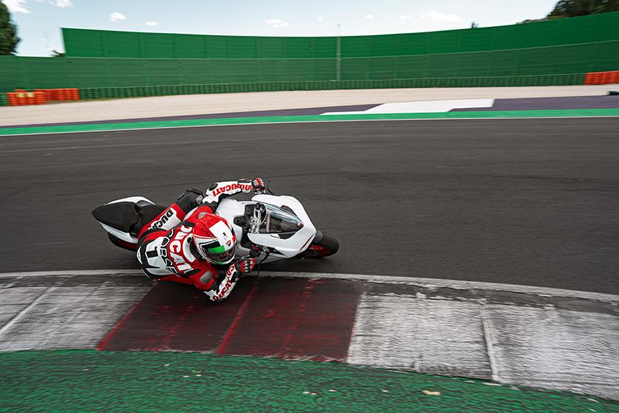 Ducati Panigale V4 SP 2021 40 Mighty power for the racetrack: 2021 Ducati Panigale V4!