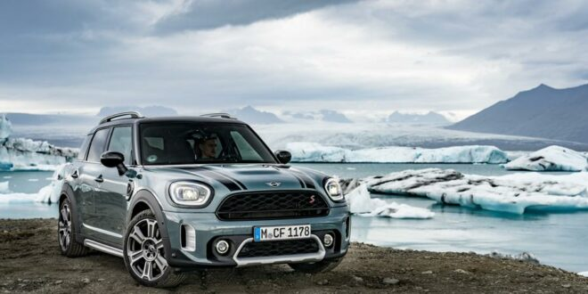 MINI Cooper S Countryman ALL4 auf Islands Ringstraße 1