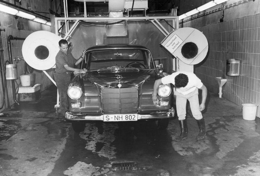 Cleaning technology over time 4 From feather duster to car wash: cleaning technology over time!
