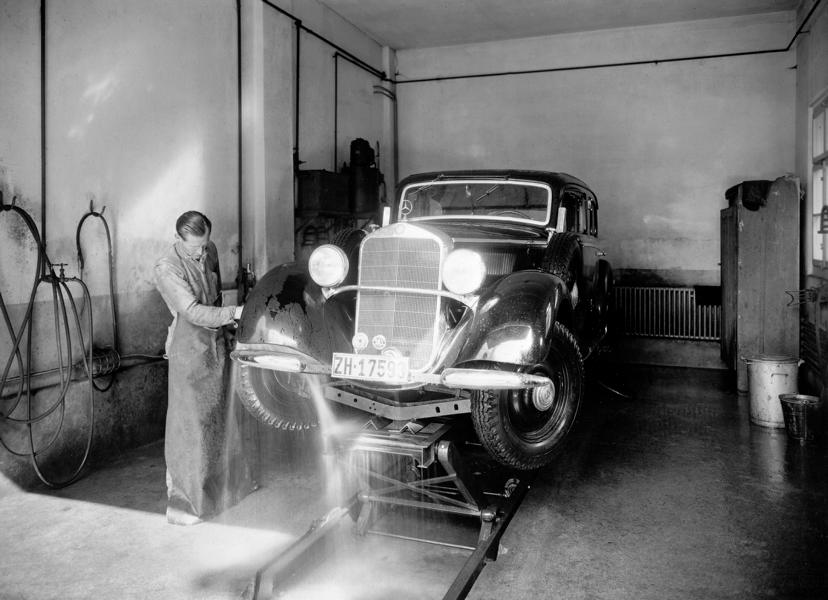 Cleaning technology over time 7 From feather duster to car wash: cleaning technology over time!