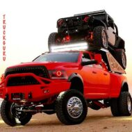 a 2014 ram and a 2014 jeep tricked out beyond off road belief by truck guru 17 190x190 Gewaltiger Ram Pickup trägt Jeep Wrangler spazieren!