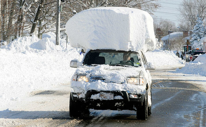 Snow free car roof clean winter e1606983403346 Tip: This is how drivers get through the winter safely!
