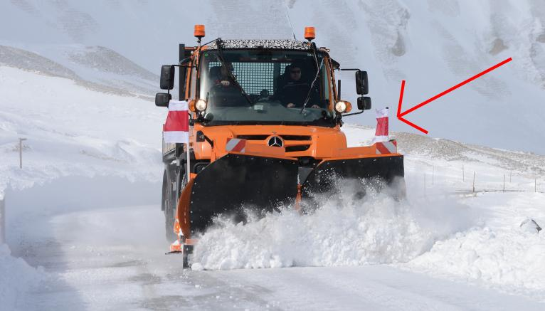Flag Flag Signal flag Signal flag Snow plow 1 Signal flag / warning flag on the vehicle? The meanings!