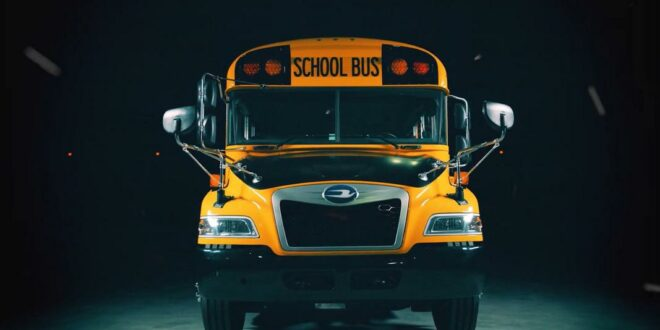 Video: Ford Godzilla 7.3-liter V8 in the Blue Bird school bus!