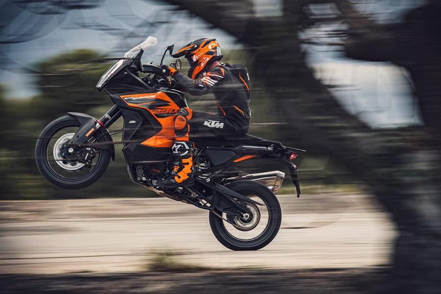 KTM 1290 SUPER ADVENTURE S Action 1 Runderneuert   KTM 1290 Super Adventure S MJ. 2021!