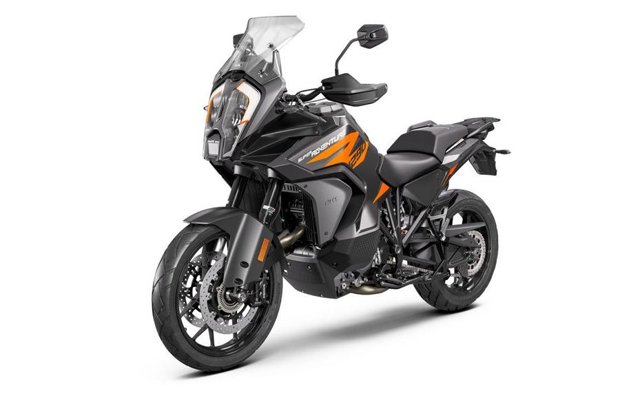 KTM 1290 SUPER ADVENTURE S Studio front left Runderneuert   KTM 1290 Super Adventure S MJ. 2021!