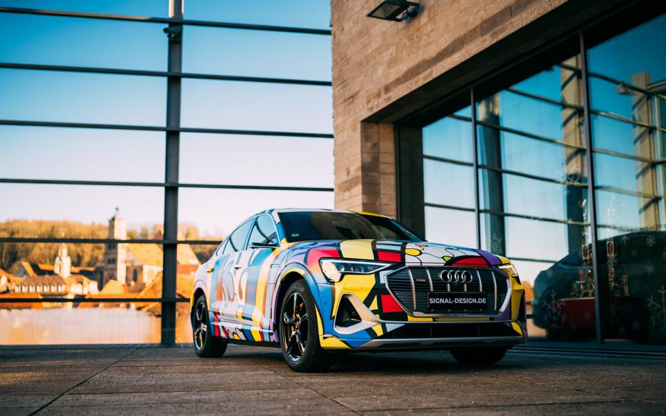 SIGNal WRAPPING.COM Audi E Tron Sportback 3 Women discover car wrapping as an expression of their personality