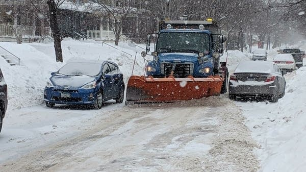 Snow winter parking auto snow plug winter service Tip: This is how car drivers get through the winter safely!