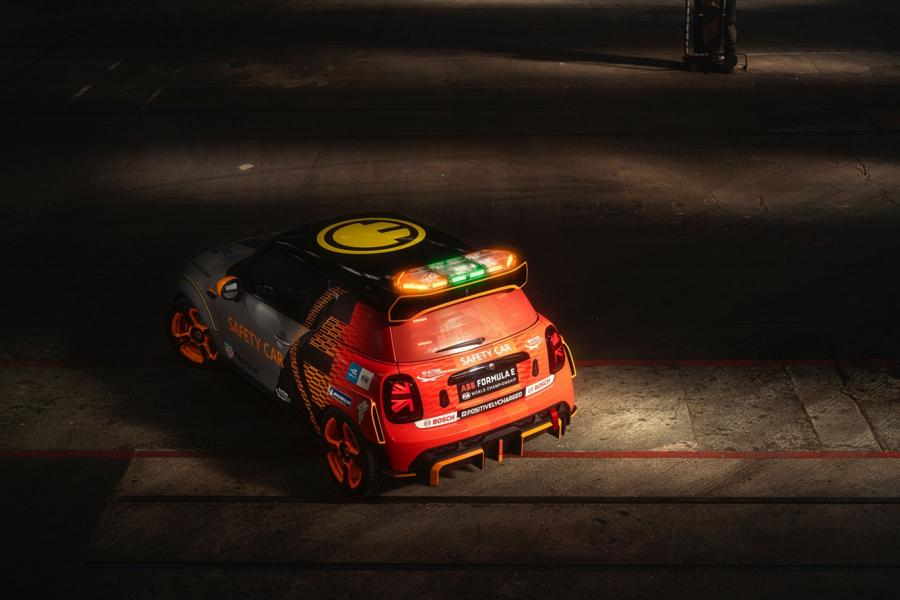 MINI Electric Pacesetter inspired JCW Formel E 2 FIA Formula E Safety Car: MINI Electric Pacesetter inspired by JCW!