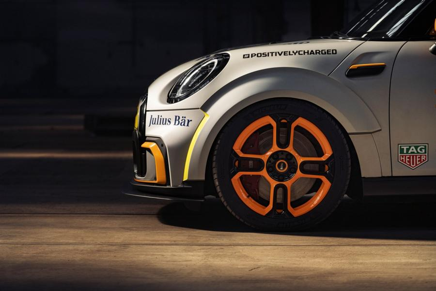 MINI Electric Pacesetter inspired JCW Formel E 34 FIA Formula E Safety Car: MINI Electric Pacesetter inspired by JCW!