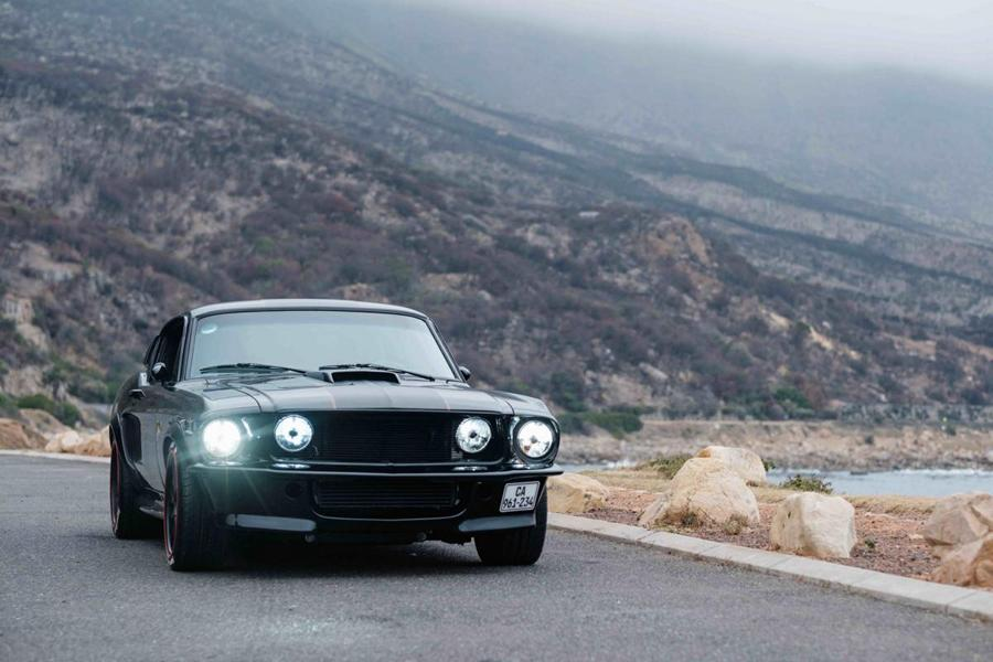 """Ford Mustang The Black Death Restomod Tuning 22 Monster Mustang: """"The Black Death"""" Restomod mit 800 PS!"""