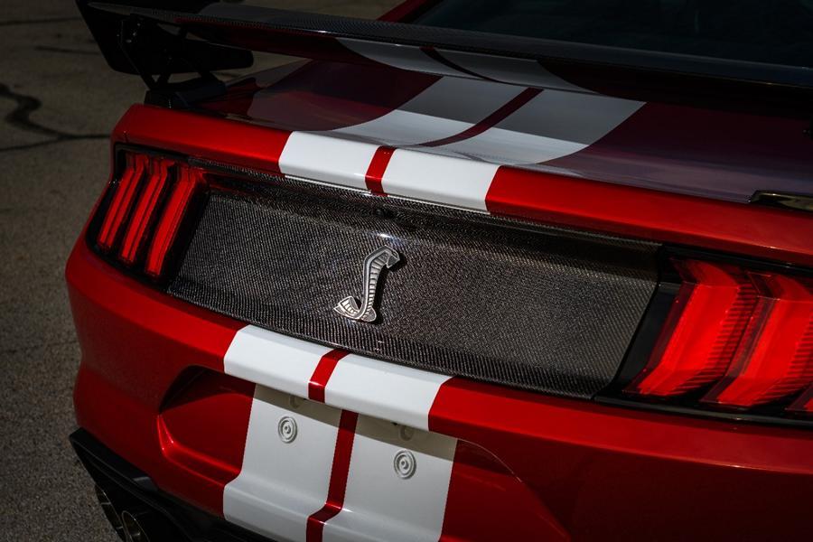 Mustang GT 500 Rear Decklid Carbon Fiber Trim Panel 01 Shelby Mustang GT500 mit neuen Carbon Komponenten!