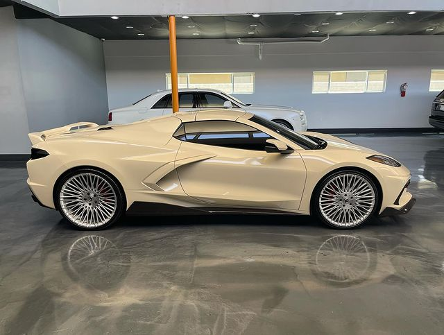 Chevrolet Corvette C8 Beige Folierung Forgiato Wheels 1 Ein individuelles Autodesign? Car Wrapping machts möglich!