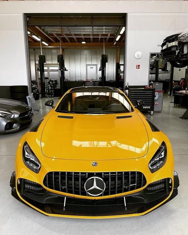 Mercedes AMG GT R in Solarbeam Yellow 1 933 PS im Mercedes AMG GT R in Solarbeam Yellow!