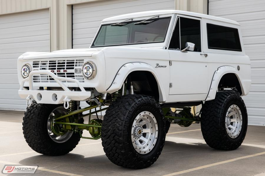 1973 Ford Bronco Restomod weiss tuning 12 Schneeweißer 1973 Ford Bronco Restomod mit 450 PS!