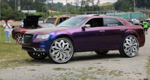 Chrysler 300C Donk Style Tuning Folierung 1 310x165 Chrysler 300C mit Donk Style Rädern und schriller Folierung